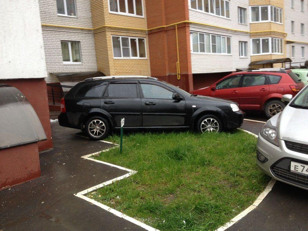 место для машины под своими окнами
